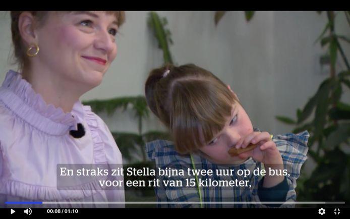 Sofie Aelterman en haar dochtertje Stella (8) aan de ontbijttafel 's morgens vroeg.