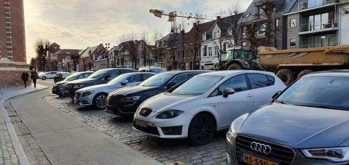 Parkeren blijft gratis, maar wie zijn blauwe schijf niet legt of dat wel doet maar langer dan twee uren staat riskeert voortaan 25 euro boete te moeten betalen.