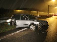 Automobilist valt in slaap achter het stuur op A2 en botst op bestelbus