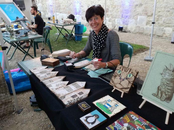 Karin Pieck is bijzonder getalenteerd in pyrografie.