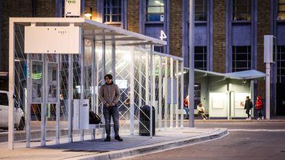 """Tieners vallen mindervalide man (29) lastig aan bushalte en stampen hem tegen de knie: """"Onderzoek is volop bezig"""""""