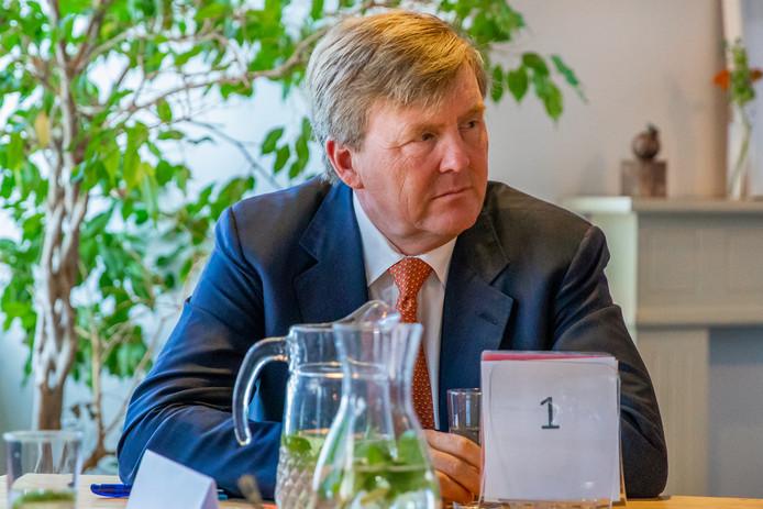Koning Willem-Alexander was vandaag in Utrecht, maar hij liet zich niet verleiden tot deelname aan de Utrechtse lobby om het Eurovisiesongfestival binnen te halen.