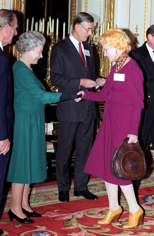 Ontmoeting met koningin Elizabeth in 1999. Beeld HH