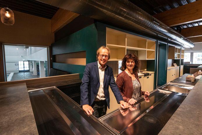 Pieter Oostveen en Lucille Wetemans in het horecagedeelt van het vernieuwde Sportcentrum De Wedert in Valkenswaard.