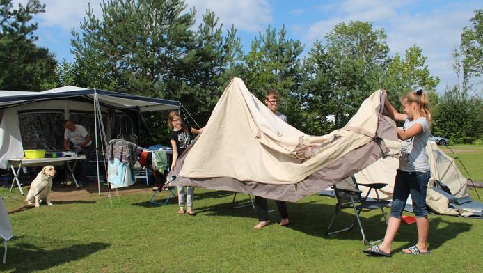 Wat het Westlandse college van b en w betreft kan er een bungalowpark en camping worden aangelegd langs de Haagweg.