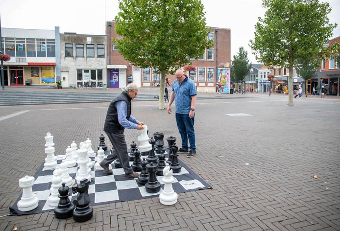 Schaken op de Markt in Veenendaal.