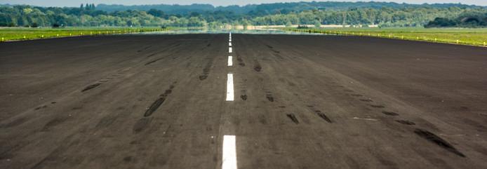 De startbaan van de luchthaven Twente.