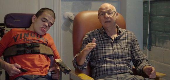 José Ongenae met zijn kleinzoon Thomas. .