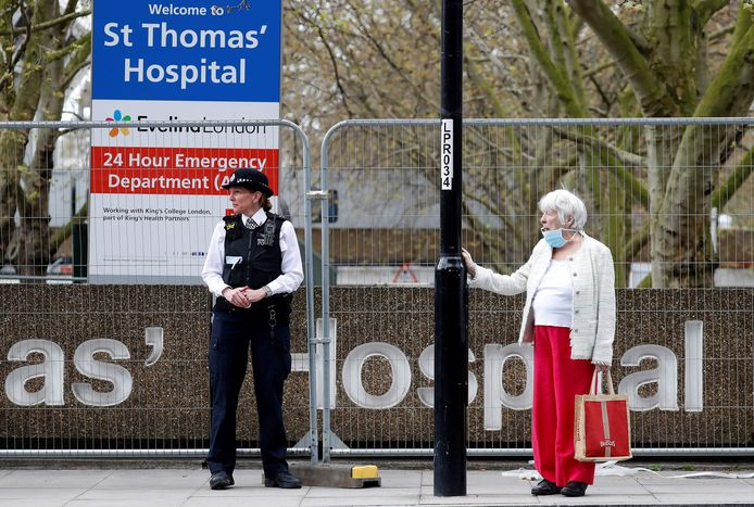 Boris Johnson ligt op de intensivecareafdeling in het St. Thomas Hospital in Londen.