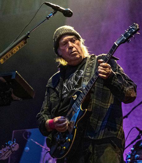 Neil Young vend la moitié des droits de ses chansons