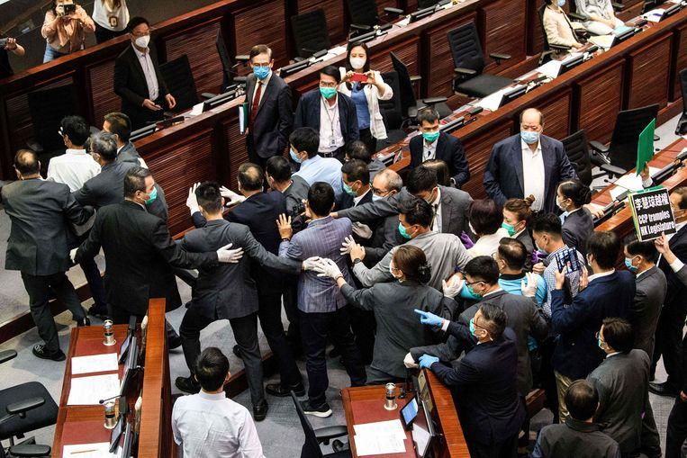 Tijdens een zitting van het parlement in Hongkong kwam het vandaag al tot protest.