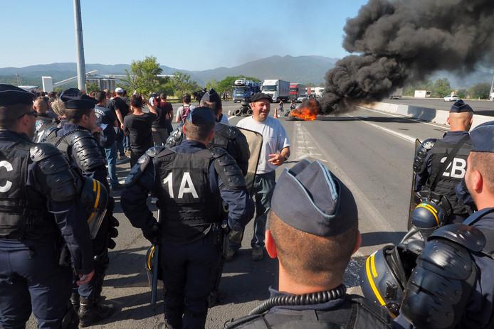 Wegblokkades zijn in Frankrijk een bekend fenomeen. Vorig jaar barricadeerden boze wijnboeren autosnelweg A9 in Zuid-Frankrijk.