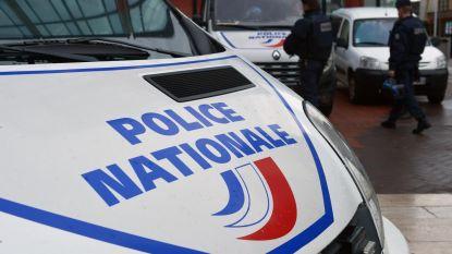 """Politie pakt in Grenoble man met messen op die """"allahu akbar"""" riep"""