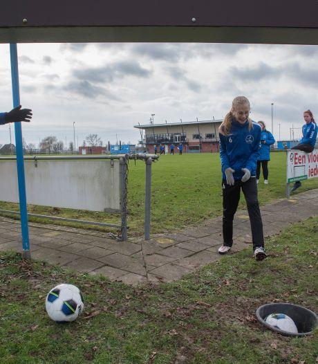 Flights en holes rond de middenstip: footgolfen op het Opheusdense voetbalveld