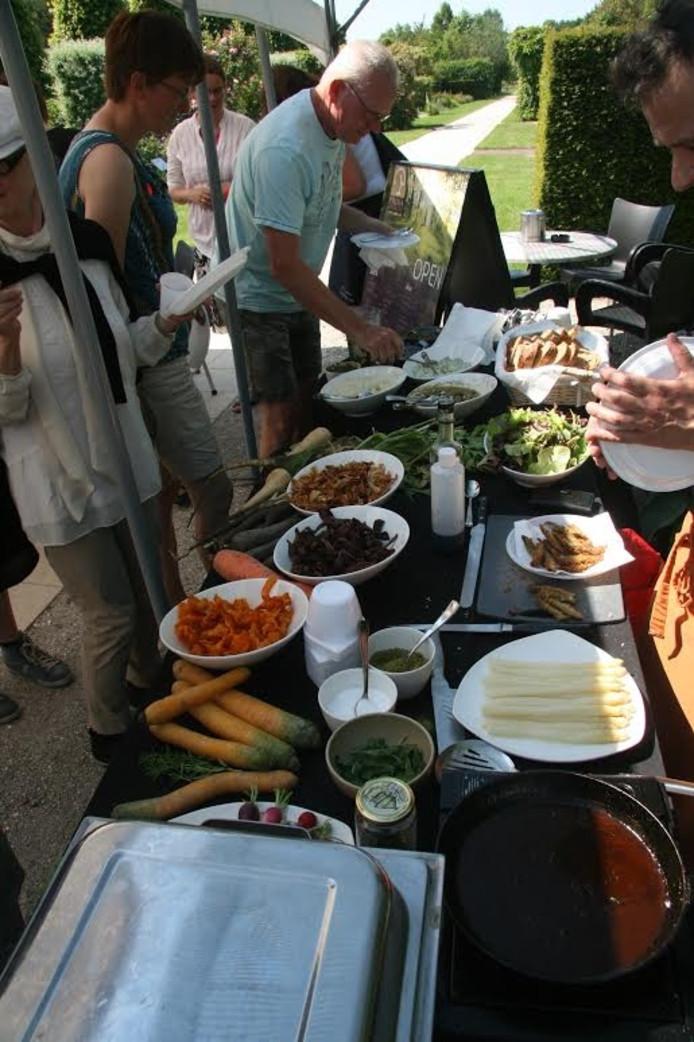Op de PRIMAdag in de Kijktuinen in Nunspeet is onder meer een proeverij van de chefkok van Restaurant PRIMA.