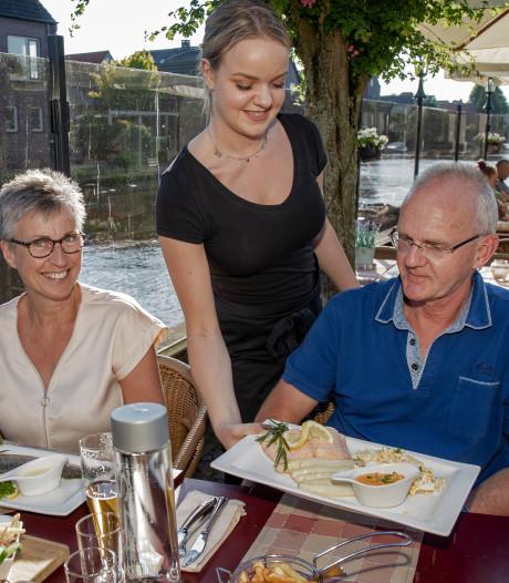 De Bruggemeester in Nieuwerbrug: Rauwe en verse oesters op ijs bekoren