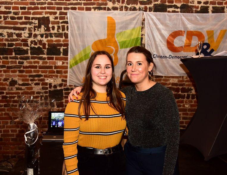 Amber (links) en Laura gaan zich inzetten voor Jong CD&V