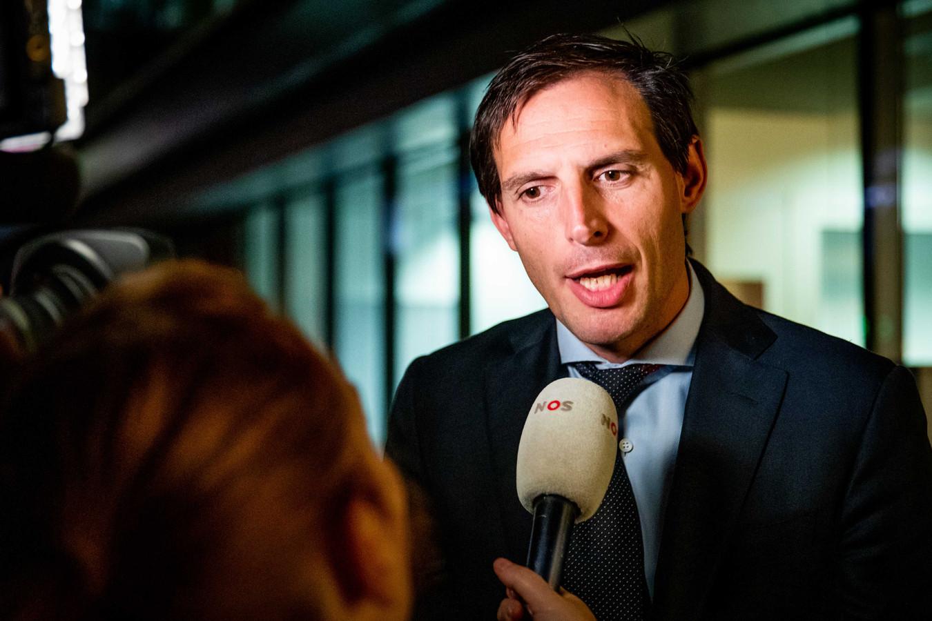 Minister van Financiën Wopke Hoekstra staat de media te woord na afloop van een overleg van de coalitiepartijen over de begroting voor volgend jaar.