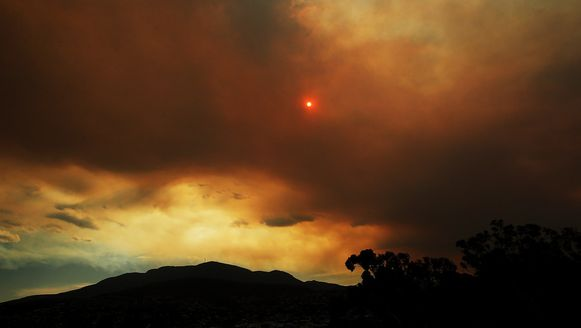 Bosbranden houden de hoofdstad van Tasmanië in hun greep.
