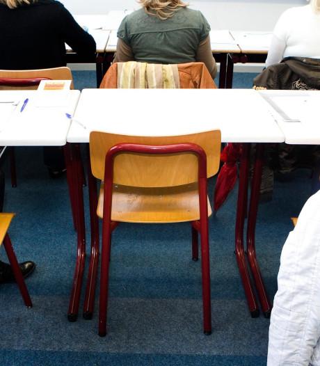 Barneveld beloont scholier met beste smoes met een taart