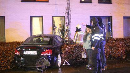 Auto slipt en rijdt kamer rusthuisbewoner binnen
