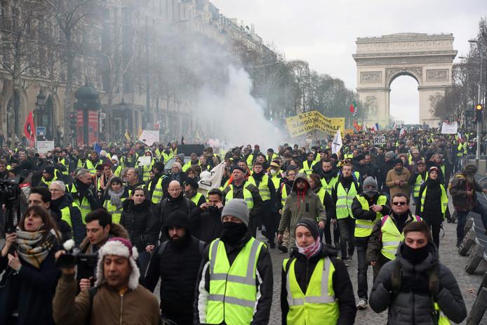Een demonstratie bij de Arc de Triomphe