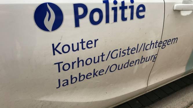 Politie zet niet-verzekerde en niet-ingeschreven wagen aan de kant in Hoogstraat