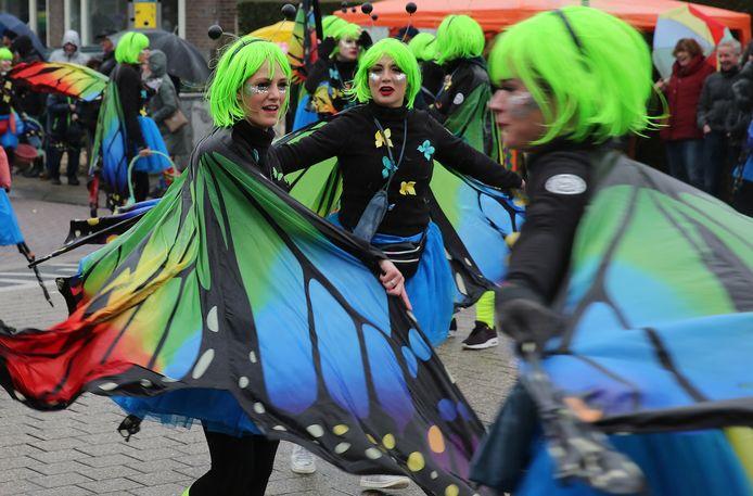 Beeld van een van de vorige edities van de carnavalsoptocht in Wilp-Achterhoek, de grootste optocht rond Deventer. Vandaag blijft het stil op straat. De optocht is vanwege de weersomstandigheden (wind) afgelast. Dat geldt ook voor Raalte, Eerbeek, Heeten en Nieuw Heeten.