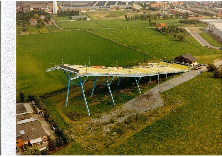 Skipiste Aspen is momenteel ongeveer 130 meter lang en was bij de opening - zo'n dertig jaar geleden - de grootste skipiste van Europa op een dergelijke ijzeren stellingconstructie.