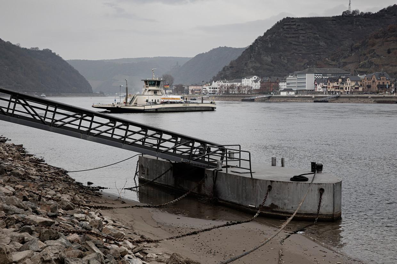 Door de lage waterstand in de Rijn kunnen veel veerboten niet of nauwelijks varen.