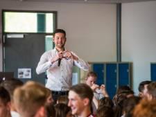 Laatste lesdag Pax Christi: voor en door leerlingen en zanger Kafke