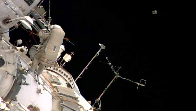 Kosmonaut Oleg Artemjev tijdens zijn ruimtewandeling.