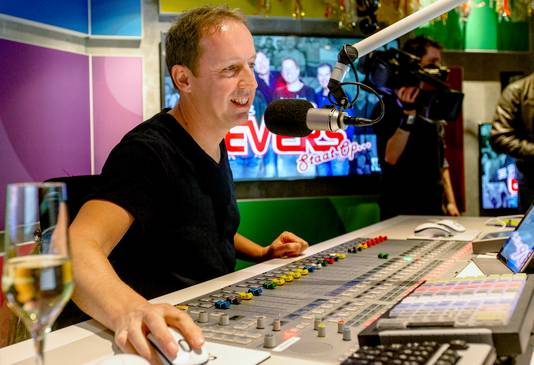 Edwin Evers in de radiostudio van 538.