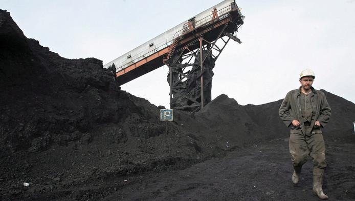Een mijnwerker bij een Russische kolenmijn.
