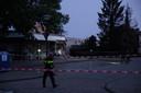 Politie en EOD bij de plaats van de plofkraak in Waalwijk.