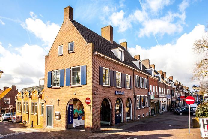 De redacties Vallei en Rivierenland van De Gelderlander zitten sinds kort in het voormalige pand van de Rabobank in Rhenen.