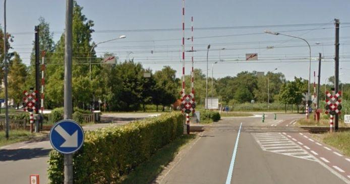 De overweg aan de Belgiëlaan iin Herentals zal deze week iedere nacht afgesloten worden