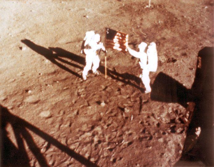 Neil Armstrong en Buzz Aldrin verbleven slechts twee uur op de maan.