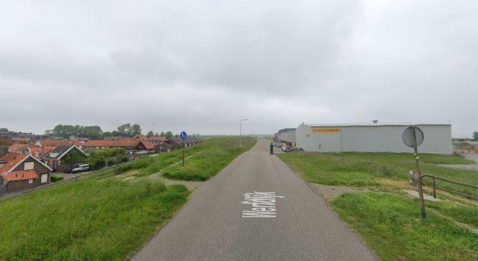 De Werfdijk bij Hansweert. In de nieuwe situatie loopt er een breder wandelpad over de kruin van de dijk. Langs de keermuur komen op drie plekken bankjes.