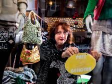 Aboutaleb: 'Grapperhaus wil helpen zorgen dat kledingbanken weer open kunnen'