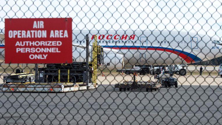 Een Russisch vliegtuig haalde op 31 december Russische diplomaten op die de Verenigde Staten werden uitgezet. Beeld epa