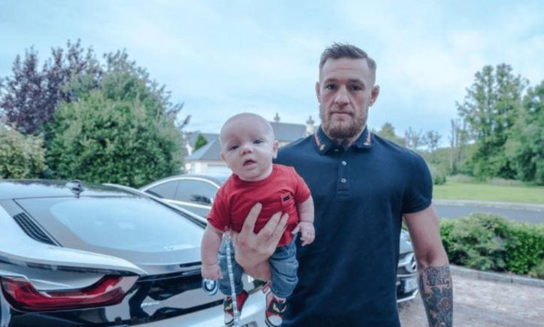 McGregor Junior in zijn t-shirt van Dolce & Gabbana.