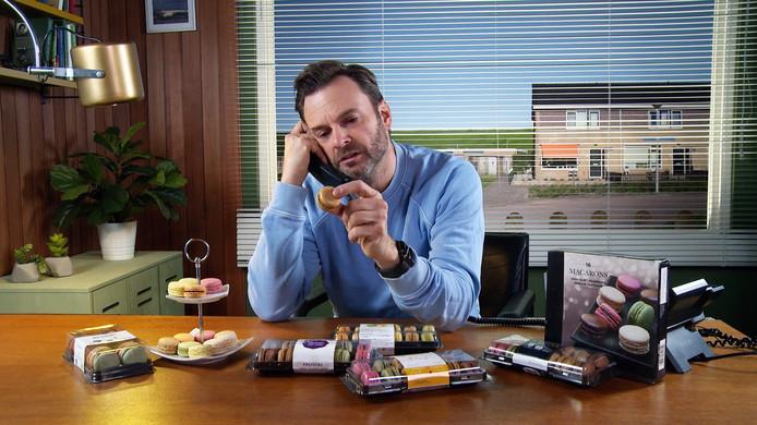 Teun van de Keuken zoekt in Keuringsdienst van Waarde uit hoe diverse macarons van elkaar verschillen.