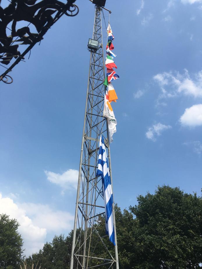 Nu de vlaggen hangen is de Roverway officieel geopend.