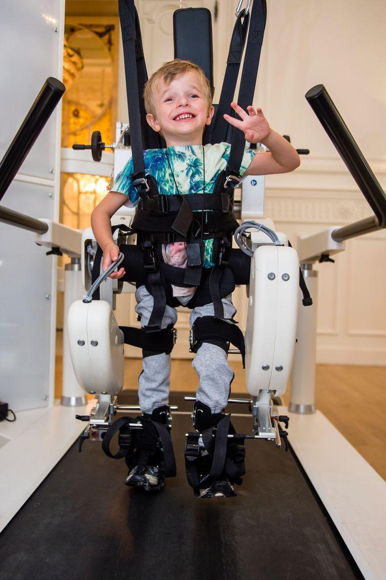 In de zomer van 2017 leerde Vlaanderen Briek kennen toen hij leerde stappen in een robotpak.