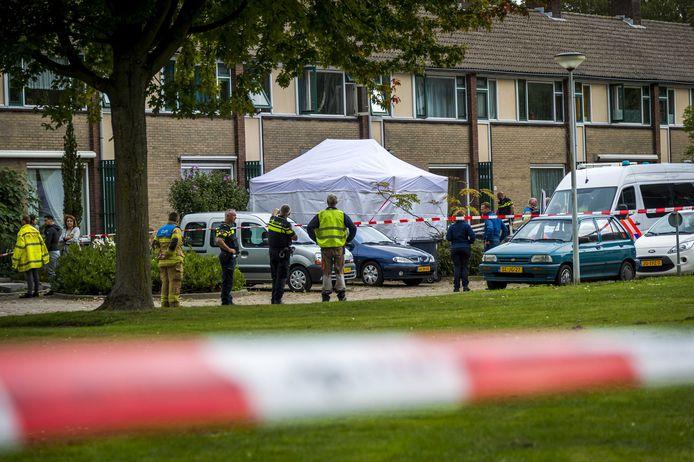 Onderzoek bij de woning aan de Cremerstraat in Papendrecht waar vier mensen omkwamen.