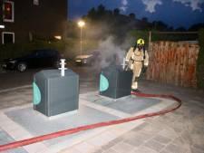 Flinke rookontwikkeling door hete kolen in ondergrondse container