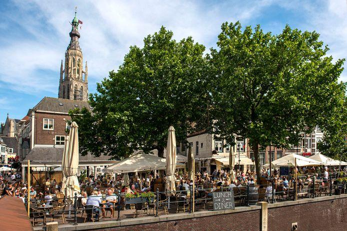 Goed gevulde terrassen en een mediterrane sfeer aan de Haven in Breda.