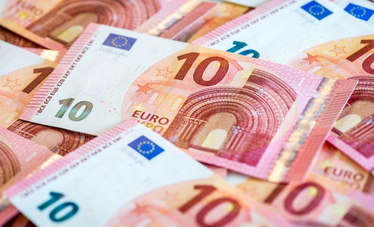 De jonge Fransen gristen tien euro uit de kassa van het zwembad en gingen er vandoor.