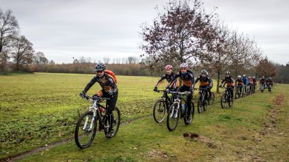 Bikerboys loodsen mountainbikers langs de bunkers van Gavere